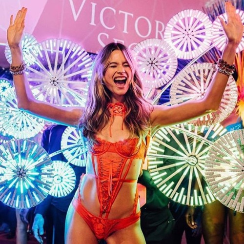 Victorias Secret Show 2016 an angel LED lighting
